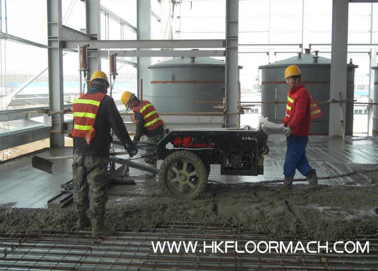 Mini laser screed machine used on the steel mesh
