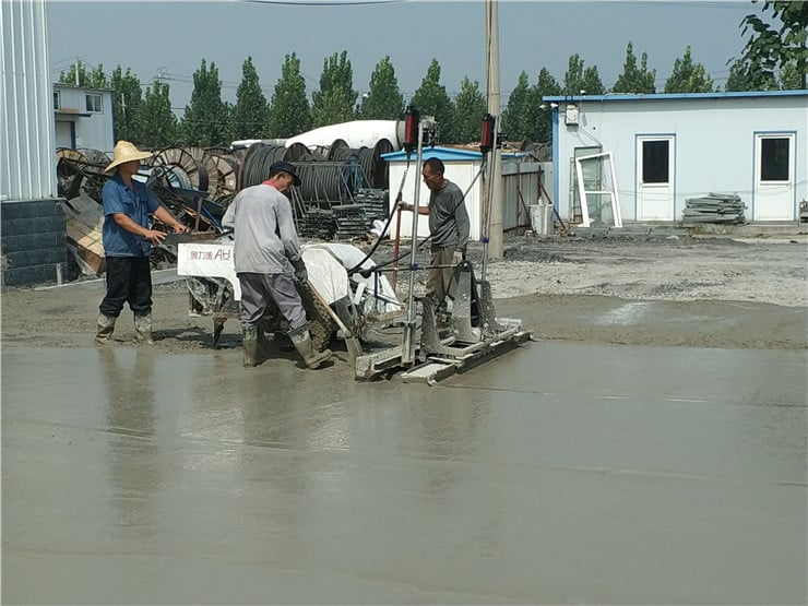 The laser screed is working in the concrete